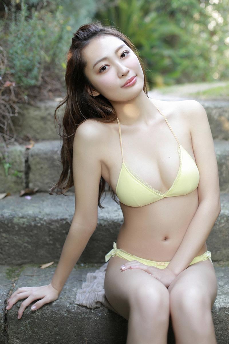 【みうらうみグラビア画像】ファッションモデルの綺麗なスレンダーボディと胸元のホクロがエロい! 23