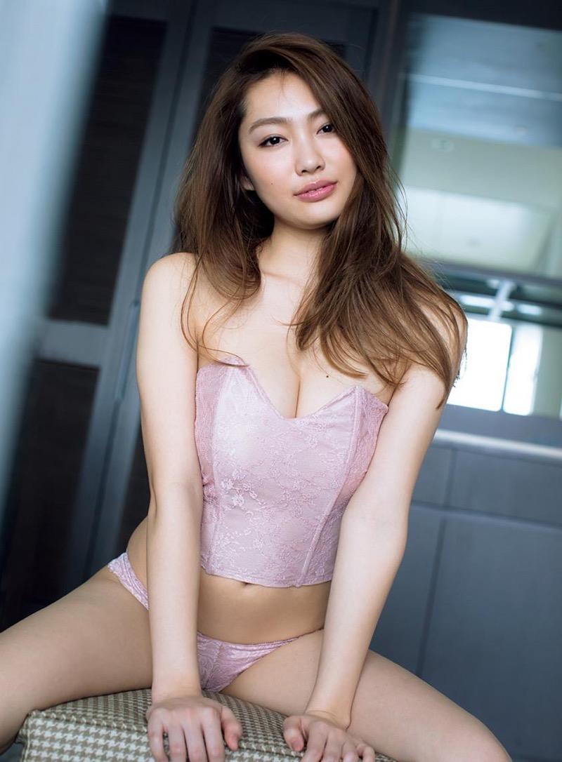 【みうらうみグラビア画像】ファッションモデルの綺麗なスレンダーボディと胸元のホクロがエロい! 25