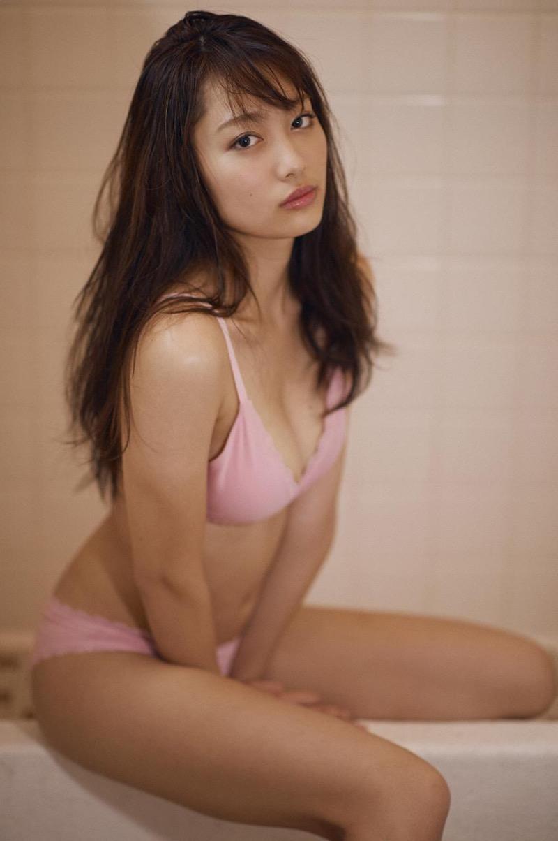 【みうらうみグラビア画像】ファッションモデルの綺麗なスレンダーボディと胸元のホクロがエロい! 27