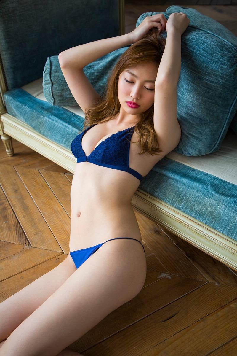 【みうらうみグラビア画像】ファッションモデルの綺麗なスレンダーボディと胸元のホクロがエロい! 64