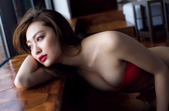 【みうらうみグラビア画像】ファッションモデルの綺麗なスレンダーボディと胸元のホクロがエロい! 72