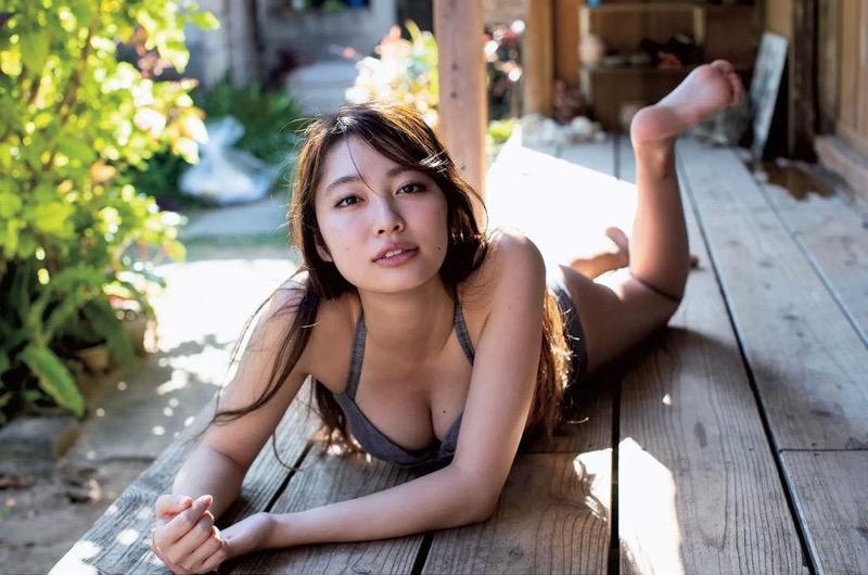 【みうらうみグラビア画像】ファッションモデルの綺麗なスレンダーボディと胸元のホクロがエロい! 74