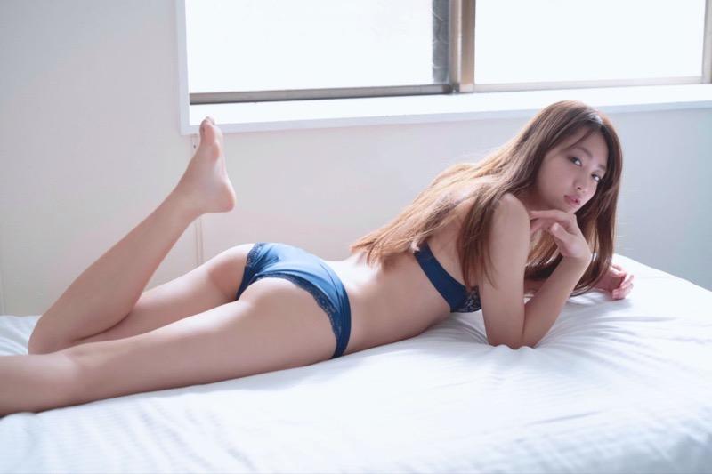 【みうらうみグラビア画像】ファッションモデルの綺麗なスレンダーボディと胸元のホクロがエロい! 75