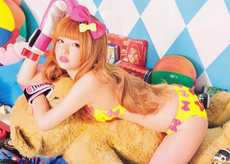 【道重さゆみグラビア画像】スレンダーボディがキレイな元モー娘アイドルのセクシービキニショット!