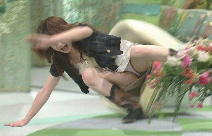 【ハプニングエロ画像】どんな時でもオッパイやオマンコが見られるチャンスが転がってたwwww 58
