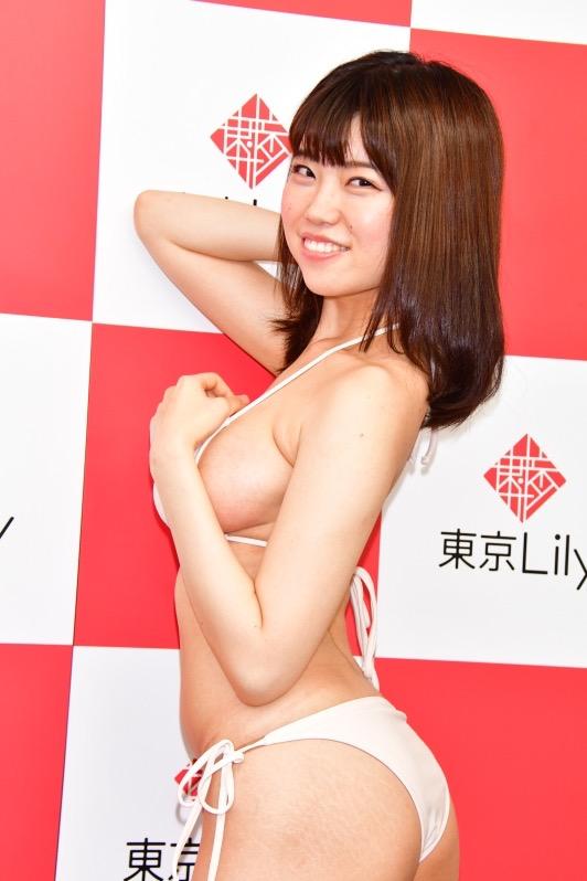 【麻亜子エロ画像】寄せたHカップ爆乳にチンコを突っ込んでパイズリ狭射したくなるグラビアアイドル 23