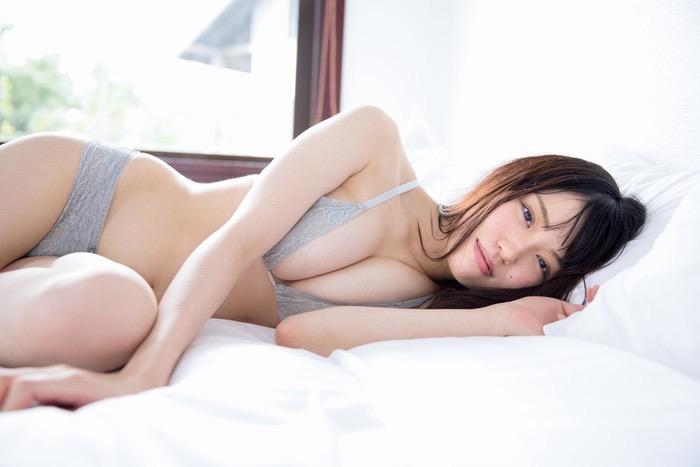 【麻亜子エロ画像】寄せたHカップ爆乳にチンコを突っ込んでパイズリ狭射したくなるグラビアアイドル 70