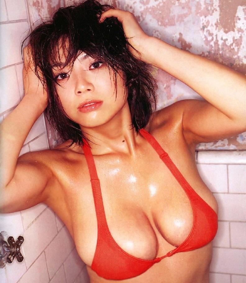 【相澤仁美グラビア画像】AV出演疑惑で干されてしまった爆乳グラドルは復帰を取るか家庭を取るか!? 51