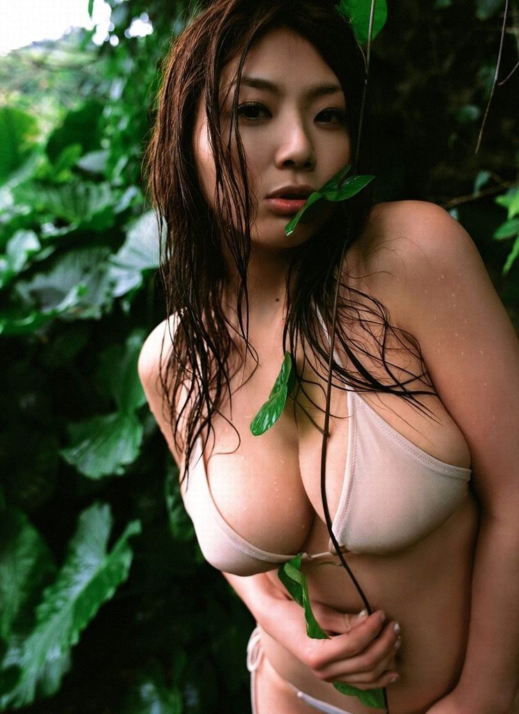 【相澤仁美グラビア画像】AV出演疑惑で干されてしまった爆乳グラドルは復帰を取るか家庭を取るか!? 61
