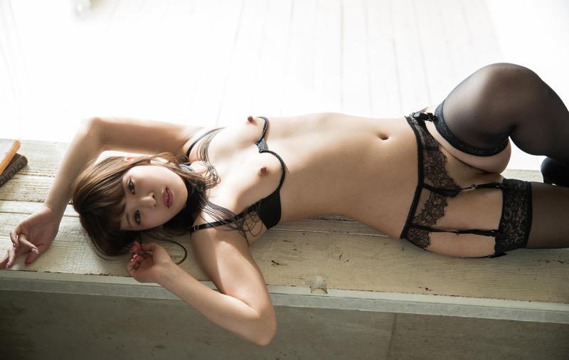 【ANRIエロ画像】ホスト遊びでまたもトラブルを起こして逮捕されたお騒がせな元芸能人AV女優 27