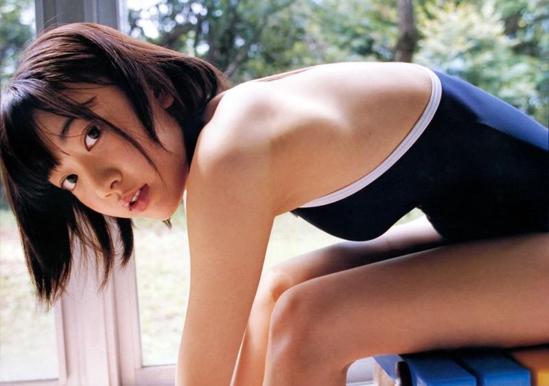 【宮脇咲良グラビア画像】透明感のある美肌がキレイな美少女系AKB48アイドルのエッチなビキニ姿