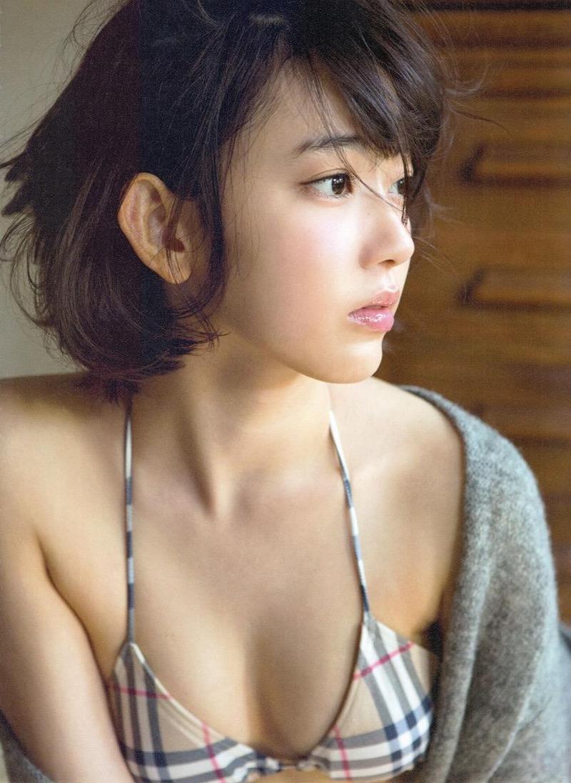 【宮脇咲良グラビア画像】透明感のある美肌がキレイな美少女系AKB48アイドルのエッチなビキニ姿 20