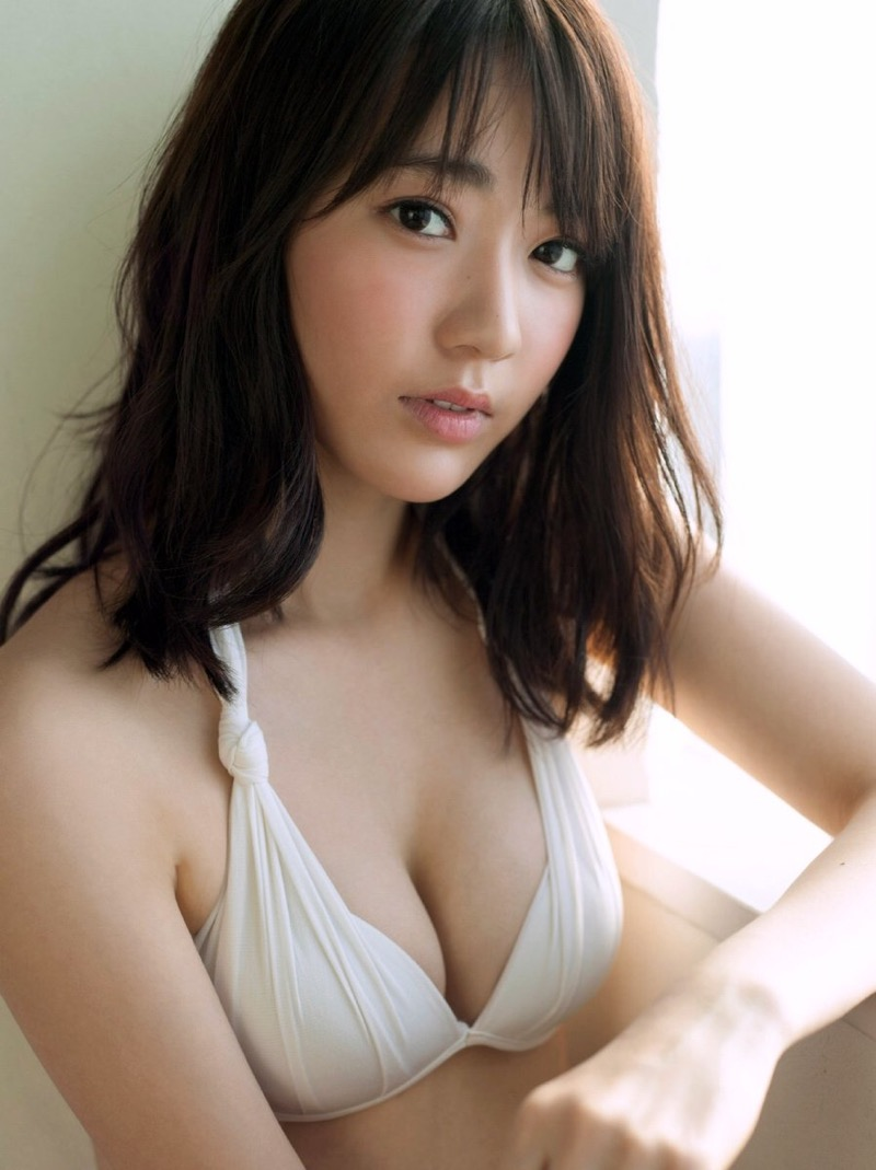【宮脇咲良グラビア画像】透明感のある美肌がキレイな美少女系AKB48アイドルのエッチなビキニ姿 37