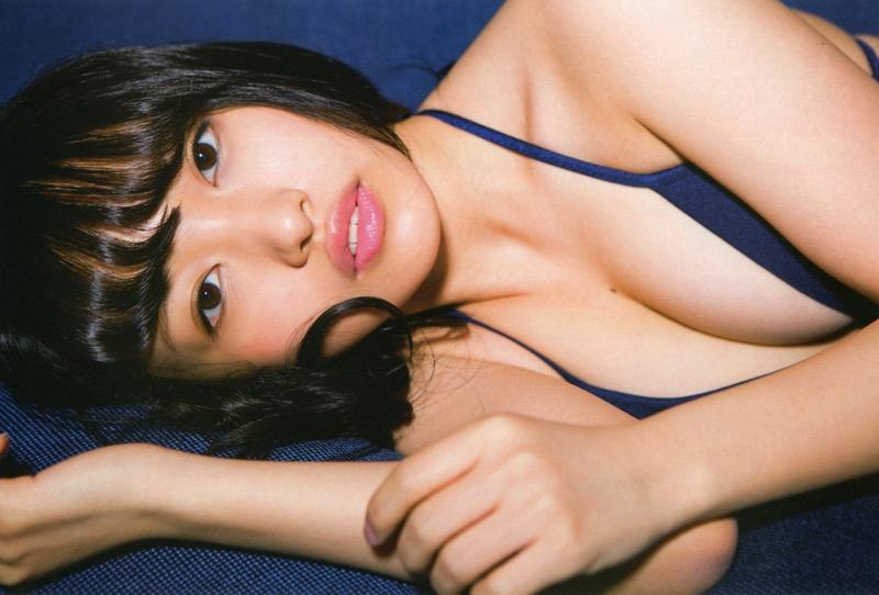 【向井地美音グラビア画像】AKB48の3代目総監督に任命された現役アイドルの谷間全開ビキニ! 77