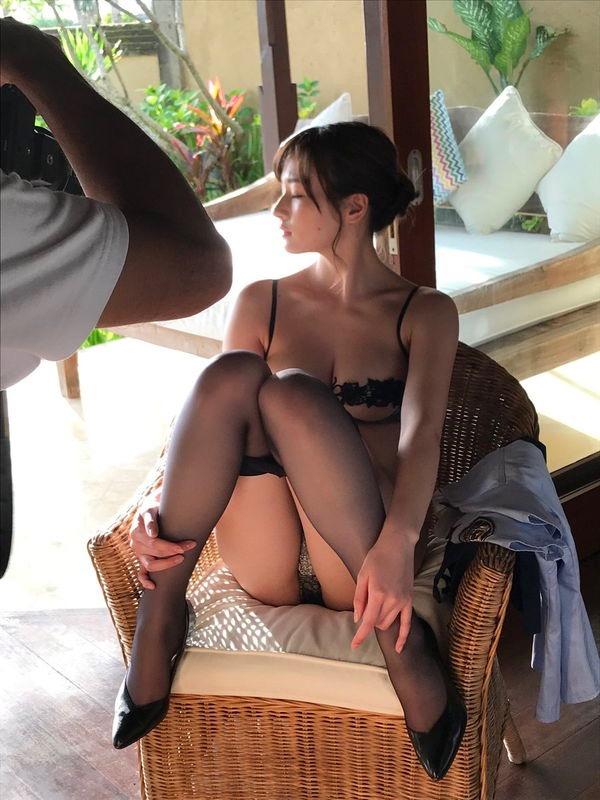 【清瀬汐希エロ画像】Gカップおっぱいをギリギリまで見せつける長身グラドルの着エロがめちゃシコ! 16