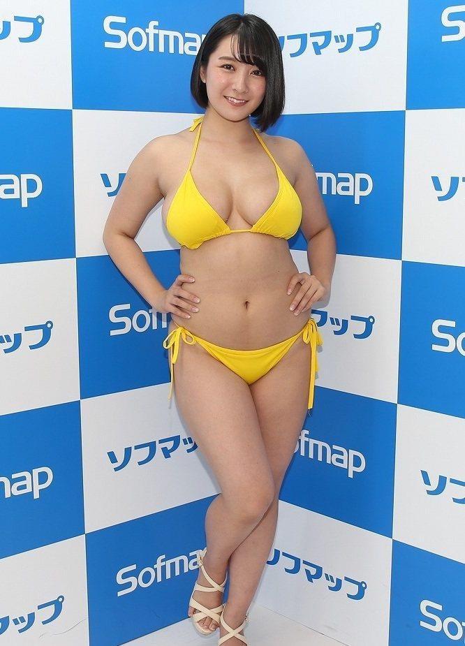 【紺野栞エロ画像】Hカップ爆乳が売りのグラビアアイドルがカップ数を縮める手術を受けるってマジかwwww 05