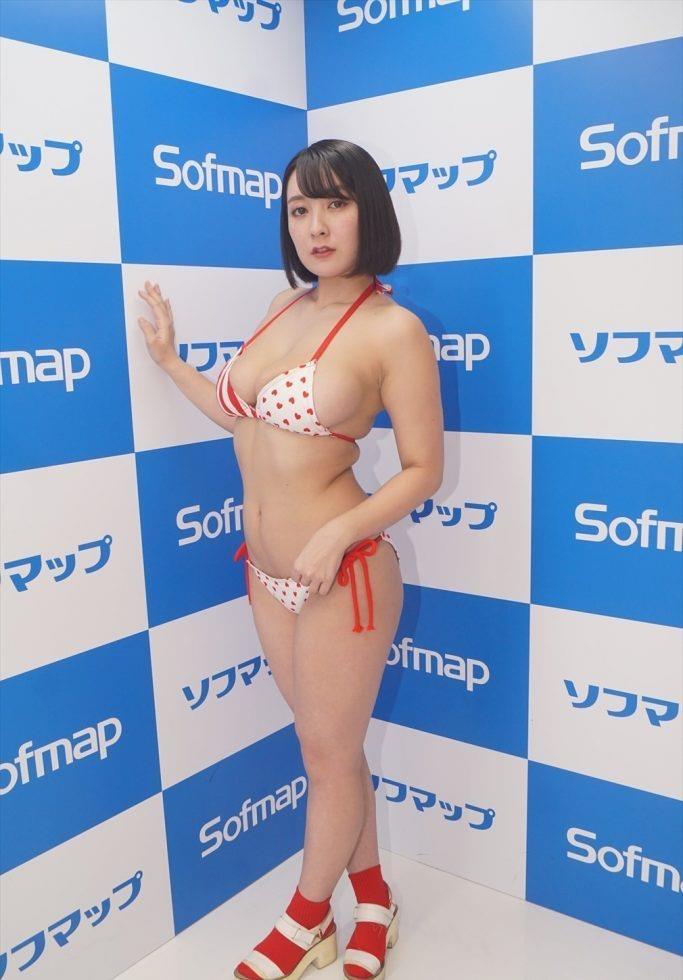 【紺野栞エロ画像】Hカップ爆乳が売りのグラビアアイドルがカップ数を縮める手術を受けるってマジかwwww 07