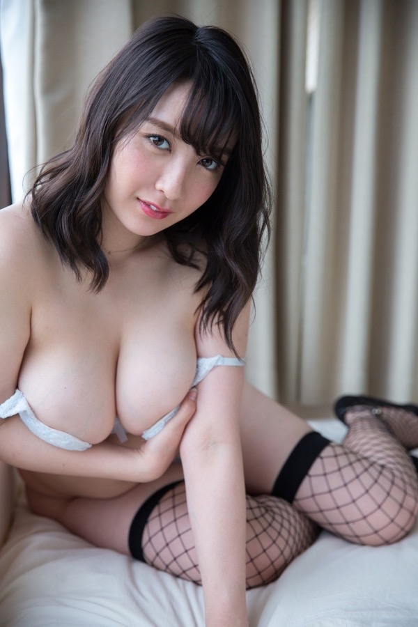 【紺野栞エロ画像】Hカップ爆乳が売りのグラビアアイドルがカップ数を縮める手術を受けるってマジかwwww 31