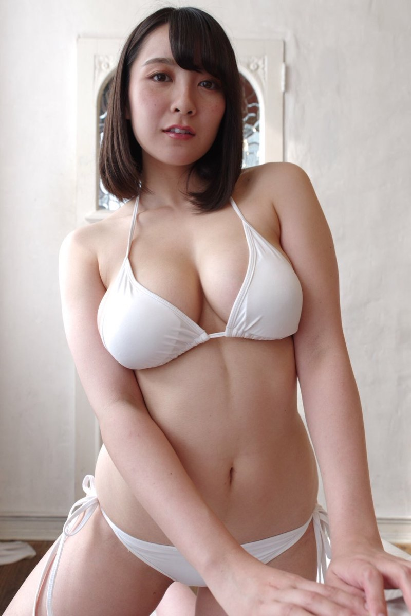 【紺野栞エロ画像】Hカップ爆乳が売りのグラビアアイドルがカップ数を縮める手術を受けるってマジかwwww 57