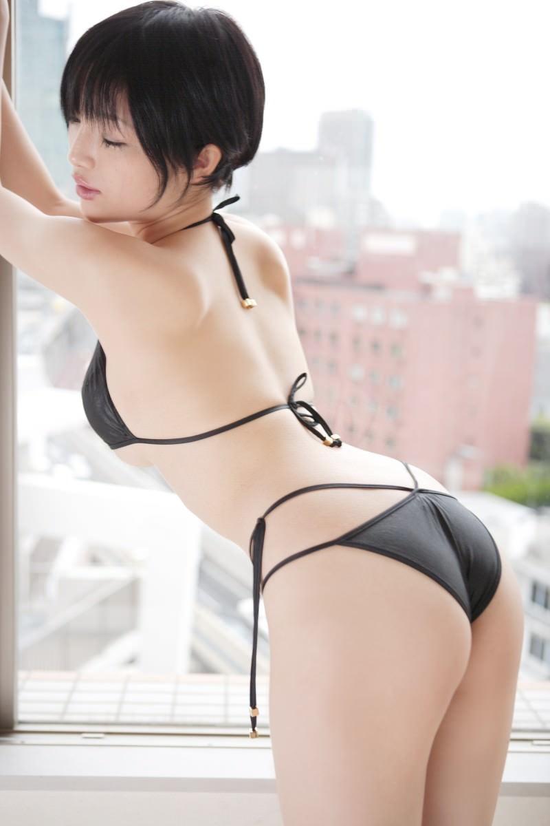 【森下悠里グラビア画像】見つめてくる視線がセクシーで色気ムンムンなGカップ巨乳の美熟女タレント 43