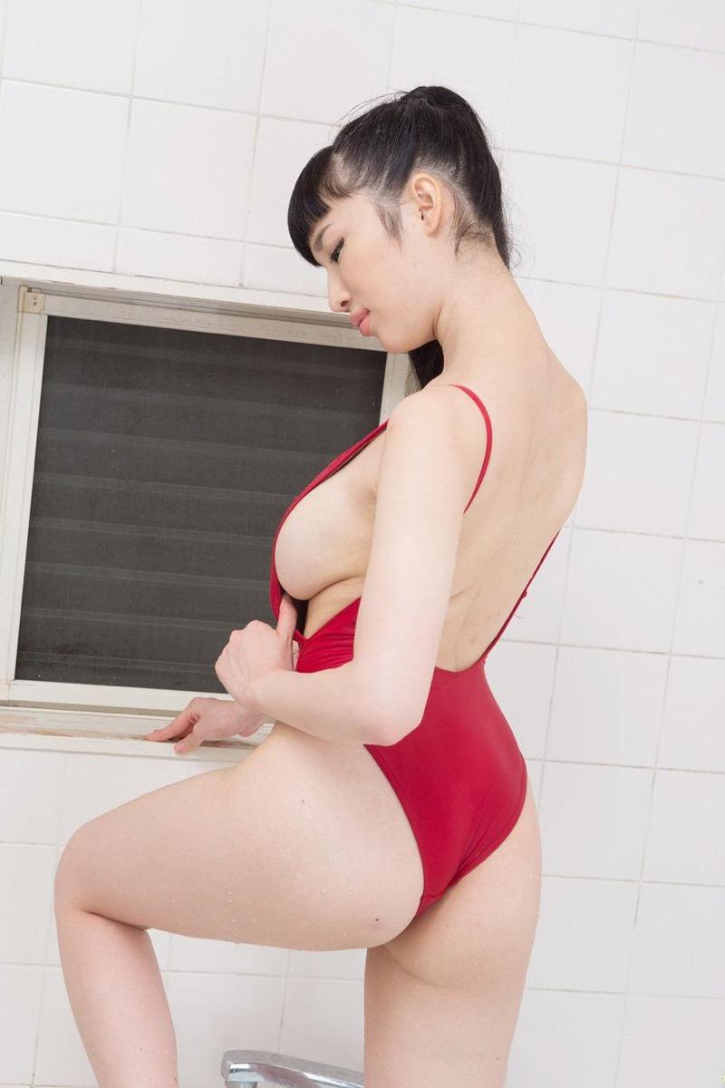 【森下悠里グラビア画像】見つめてくる視線がセクシーで色気ムンムンなGカップ巨乳の美熟女タレント 59