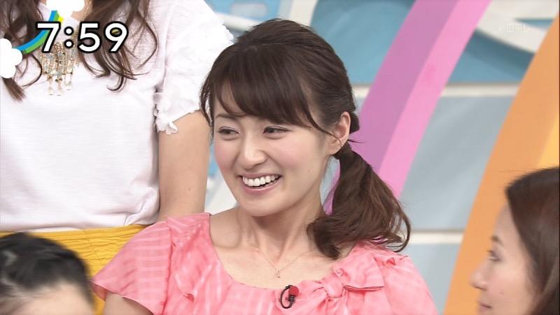 【放送事故画像】日テレ女子アナの久野静香さん太ももを見せたりヤバい表情を画面に晒してしまうwwww 69