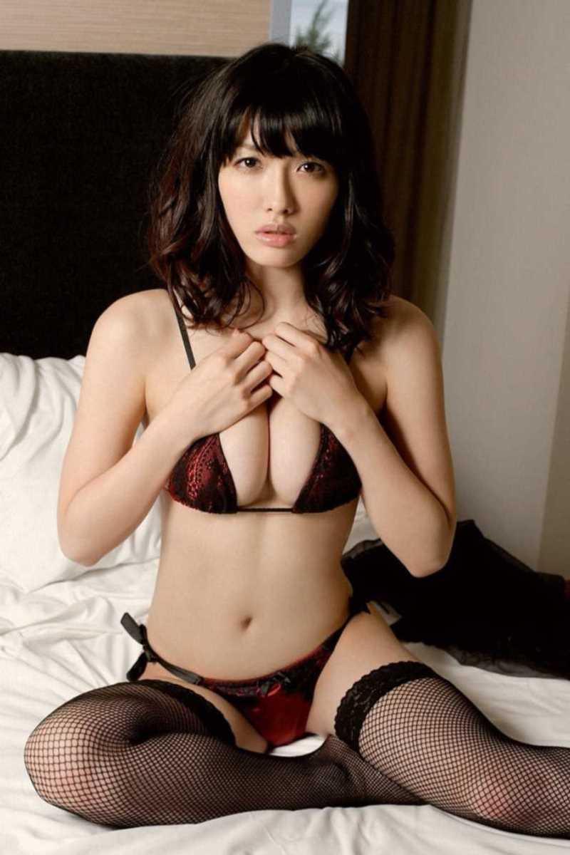 【タレント下着エロ画像】綺麗な美人タレント達が身につけたセクシーランジェリー姿がめちゃシコい! 10