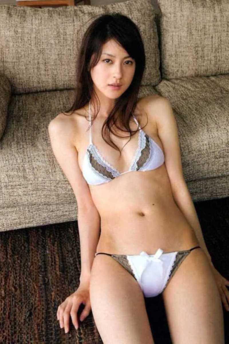 【タレント下着エロ画像】綺麗な美人タレント達が身につけたセクシーランジェリー姿がめちゃシコい! 12