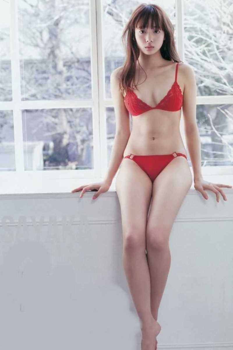 【タレント下着エロ画像】綺麗な美人タレント達が身につけたセクシーランジェリー姿がめちゃシコい! 13