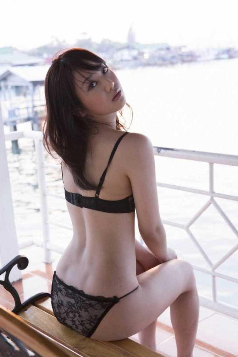 【タレント下着エロ画像】綺麗な美人タレント達が身につけたセクシーランジェリー姿がめちゃシコい! 19