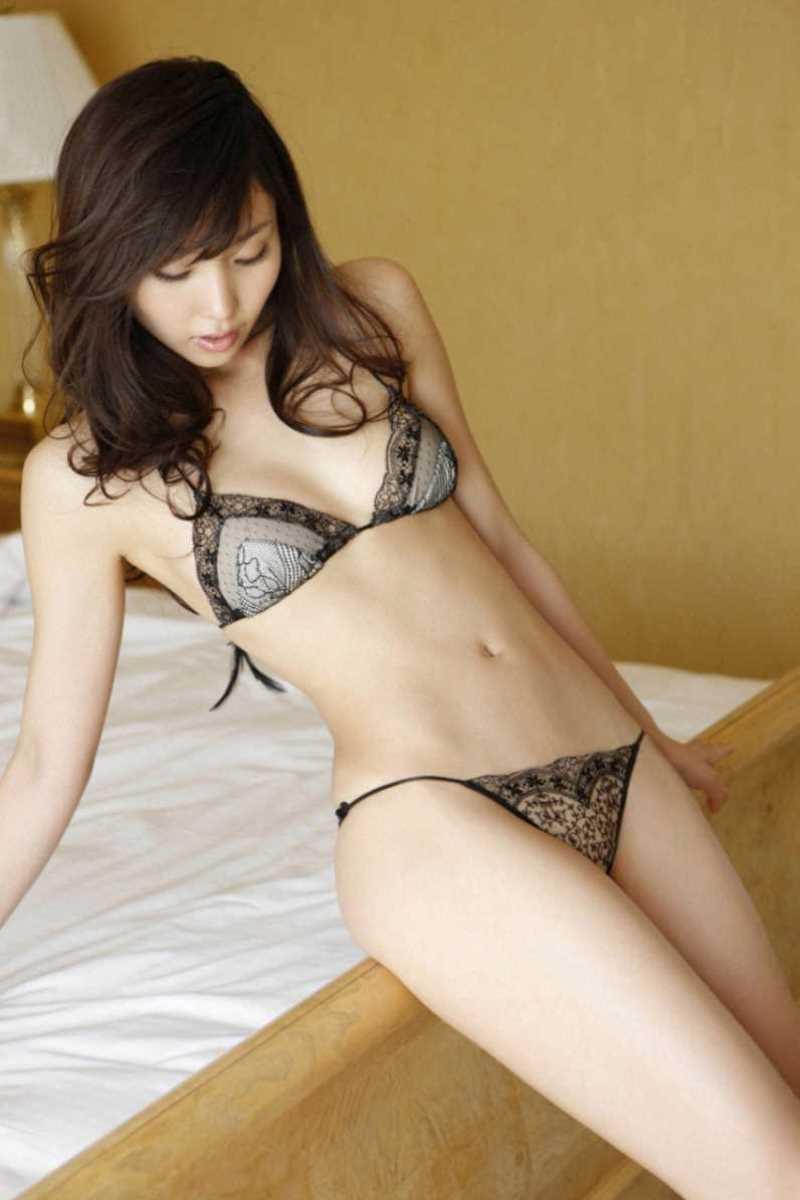 【タレント下着エロ画像】綺麗な美人タレント達が身につけたセクシーランジェリー姿がめちゃシコい! 20