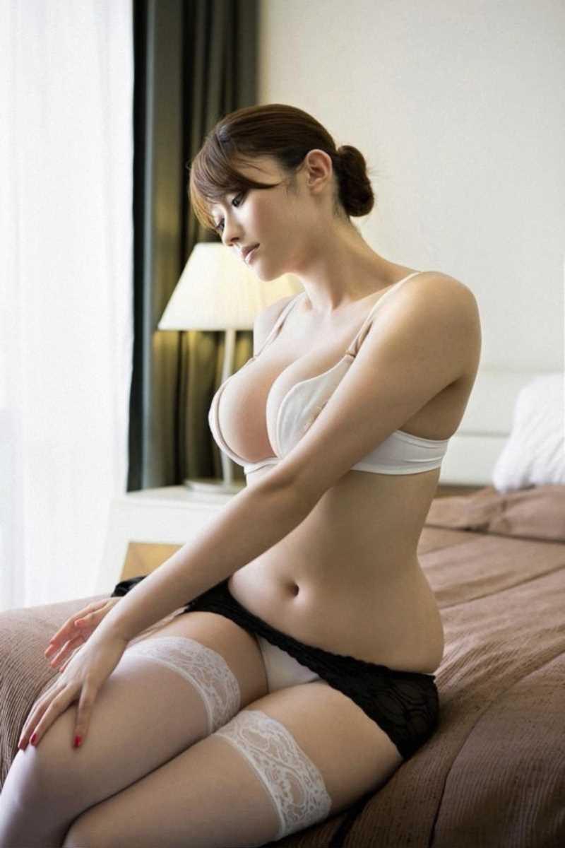 【タレント下着エロ画像】綺麗な美人タレント達が身につけたセクシーランジェリー姿がめちゃシコい! 23