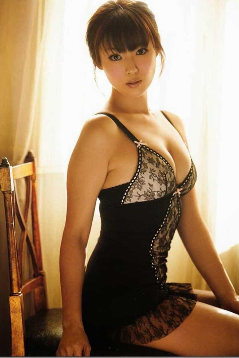 【タレント下着エロ画像】綺麗な美人タレント達が身につけたセクシーランジェリー姿がめちゃシコい! 26