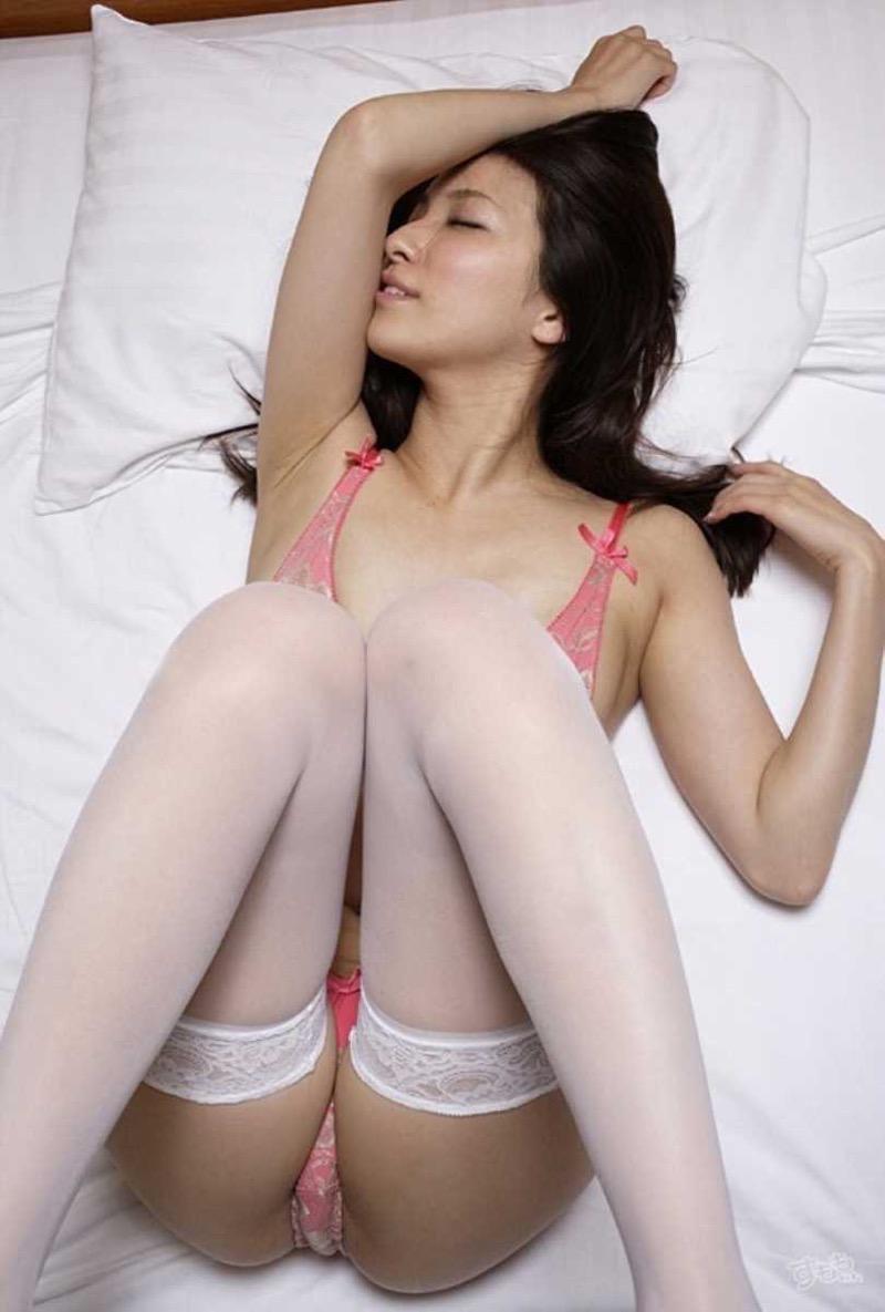 【タレント下着エロ画像】綺麗な美人タレント達が身につけたセクシーランジェリー姿がめちゃシコい! 33