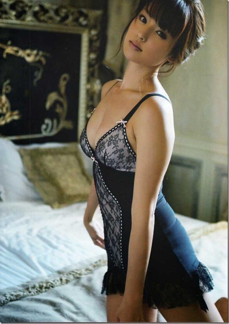 【タレント下着エロ画像】綺麗な美人タレント達が身につけたセクシーランジェリー姿がめちゃシコい! 44