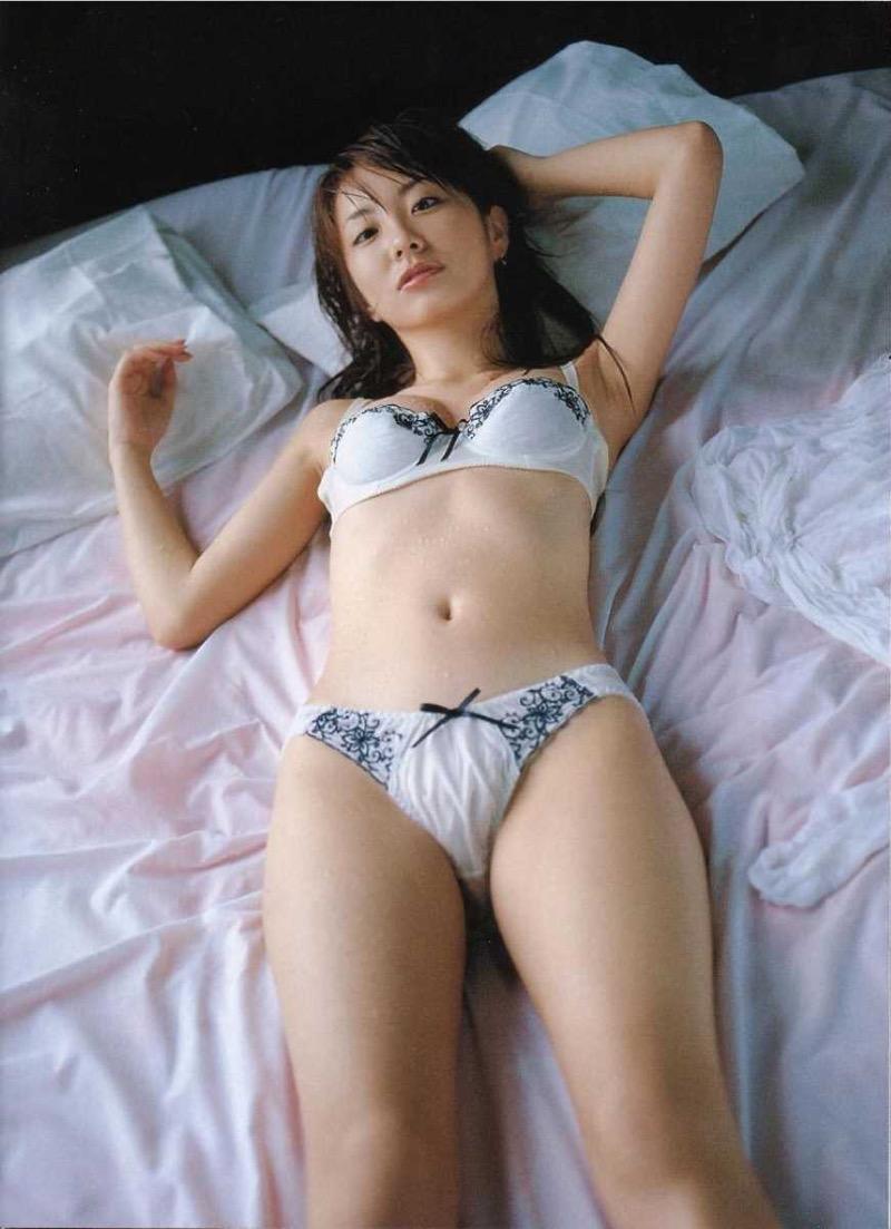 【タレント下着エロ画像】綺麗な美人タレント達が身につけたセクシーランジェリー姿がめちゃシコい! 50