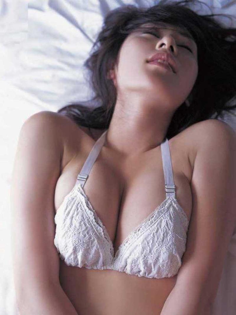 【タレント下着エロ画像】綺麗な美人タレント達が身につけたセクシーランジェリー姿がめちゃシコい! 80