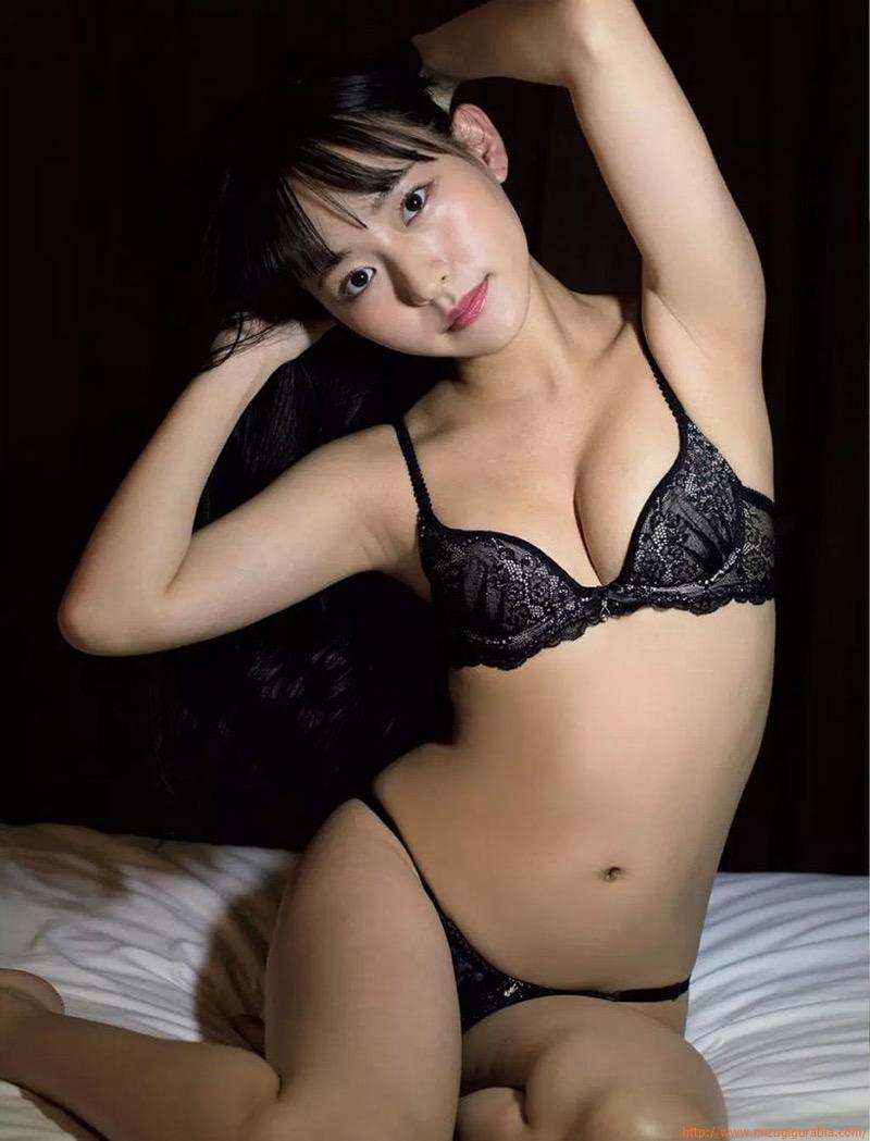 【高崎かなみグラビア画像】清純系美少女という雰囲気が可愛くてスレンダーボディがたまらない! 09