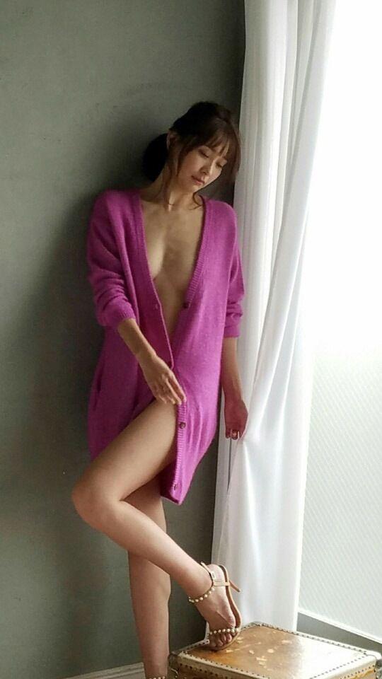 【山崎真実グラビア画像】三十路になっても現役グラドルとして頑張っている美熟女のセクシーヌード 03