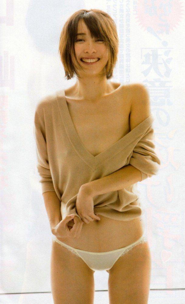 【山崎真実グラビア画像】三十路になっても現役グラドルとして頑張っている美熟女のセクシーヌード 05