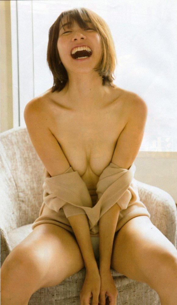 【山崎真実グラビア画像】三十路になっても現役グラドルとして頑張っている美熟女のセクシーヌード 06
