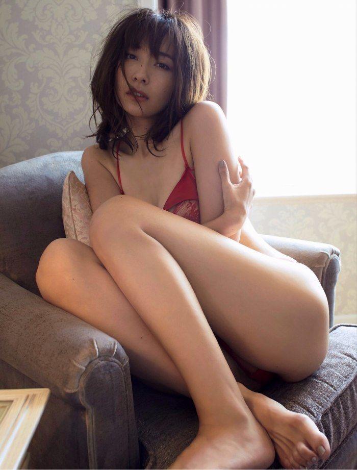 【山崎真実グラビア画像】三十路になっても現役グラドルとして頑張っている美熟女のセクシーヌード 12