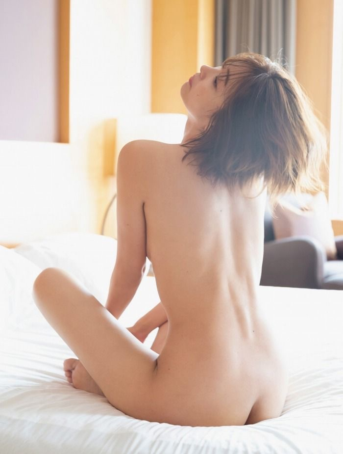 【山崎真実グラビア画像】三十路になっても現役グラドルとして頑張っている美熟女のセクシーヌード 16