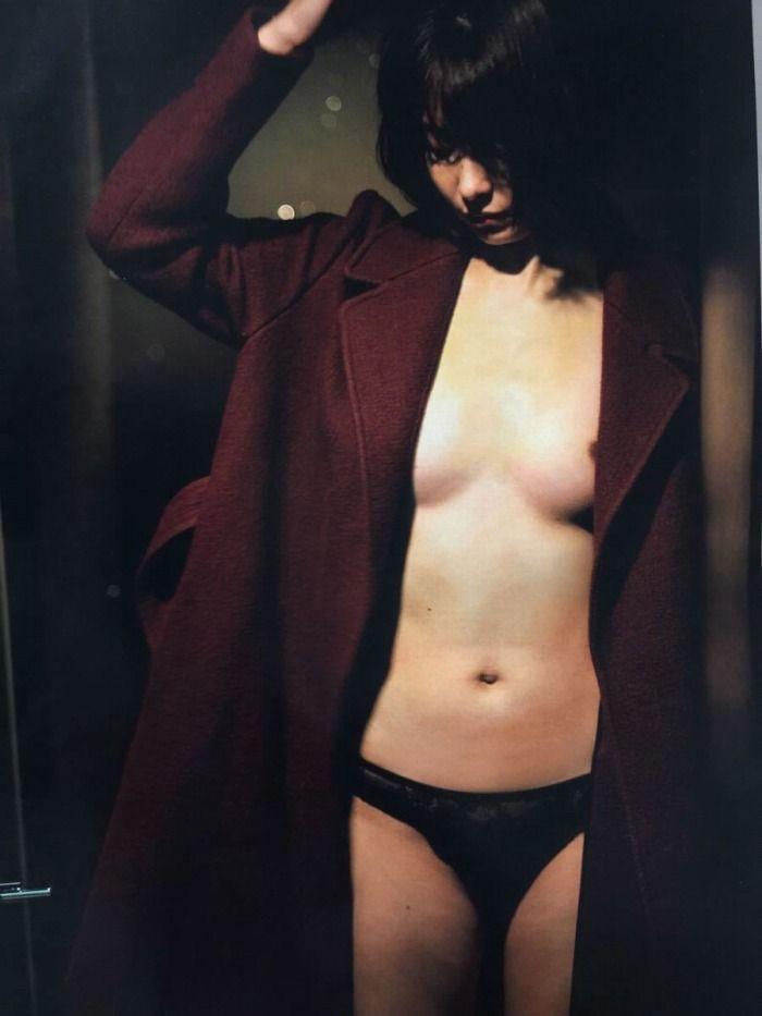【山崎真実グラビア画像】三十路になっても現役グラドルとして頑張っている美熟女のセクシーヌード 19