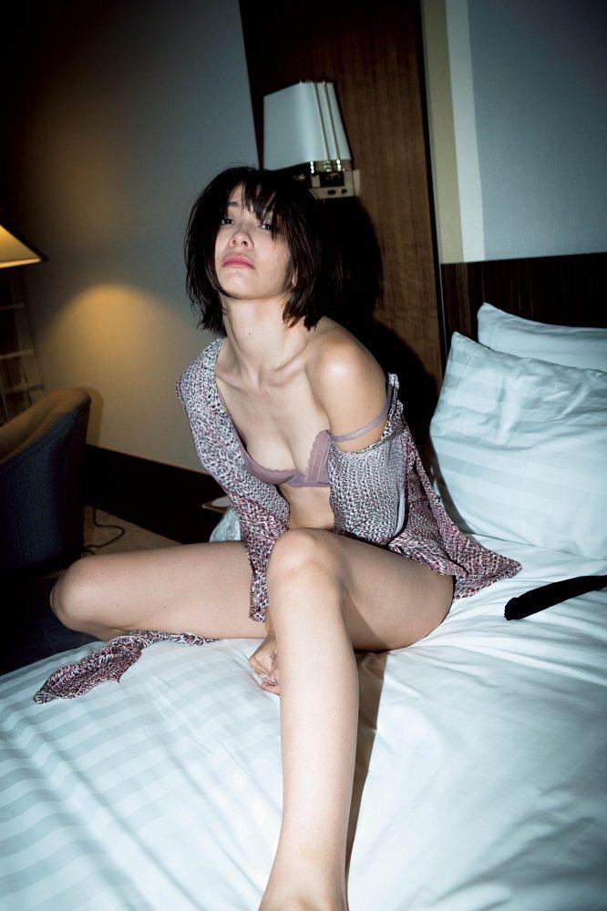 【山崎真実グラビア画像】三十路になっても現役グラドルとして頑張っている美熟女のセクシーヌード 40