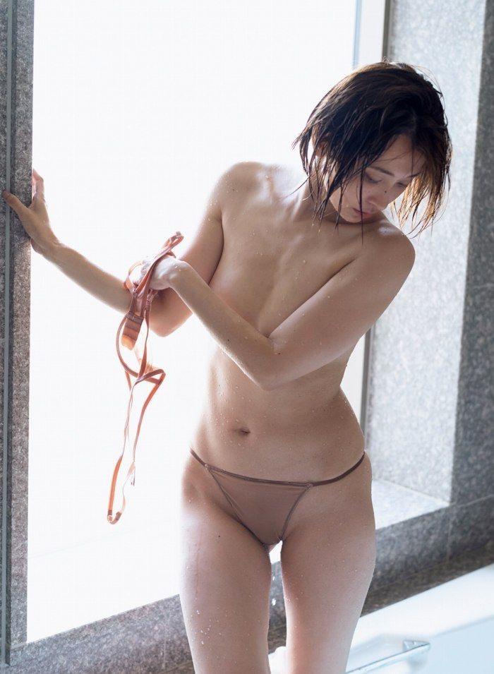 【山崎真実グラビア画像】三十路になっても現役グラドルとして頑張っている美熟女のセクシーヌード 44
