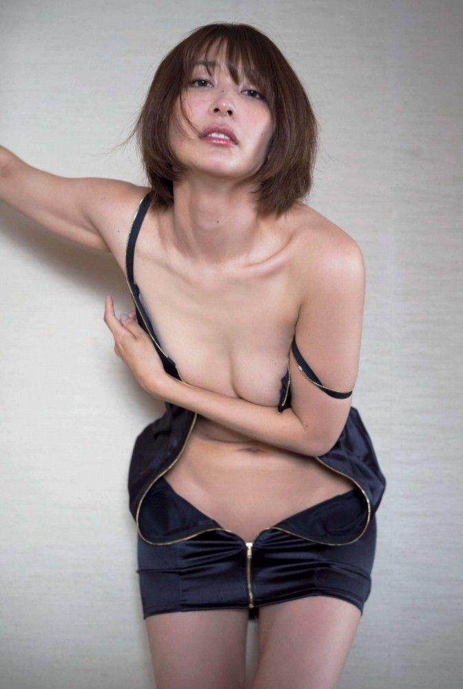 【山崎真実グラビア画像】三十路になっても現役グラドルとして頑張っている美熟女のセクシーヌード 46