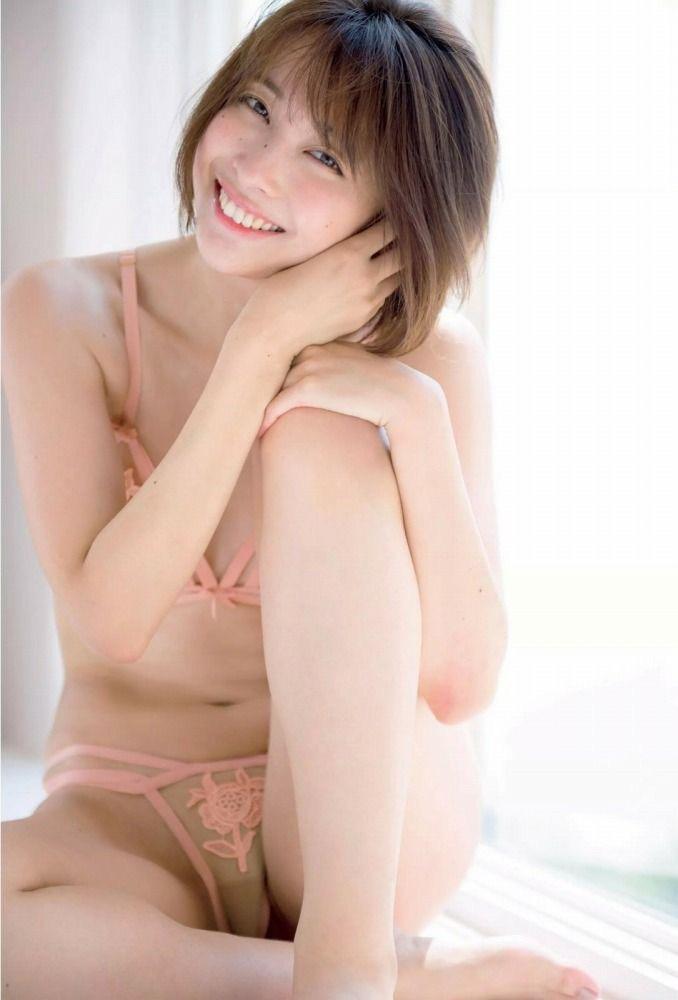 【山崎真実グラビア画像】三十路になっても現役グラドルとして頑張っている美熟女のセクシーヌード 48