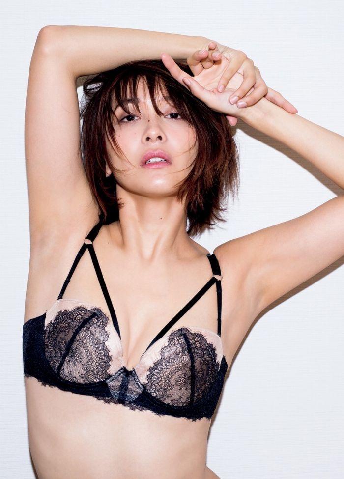 【山崎真実グラビア画像】三十路になっても現役グラドルとして頑張っている美熟女のセクシーヌード 52