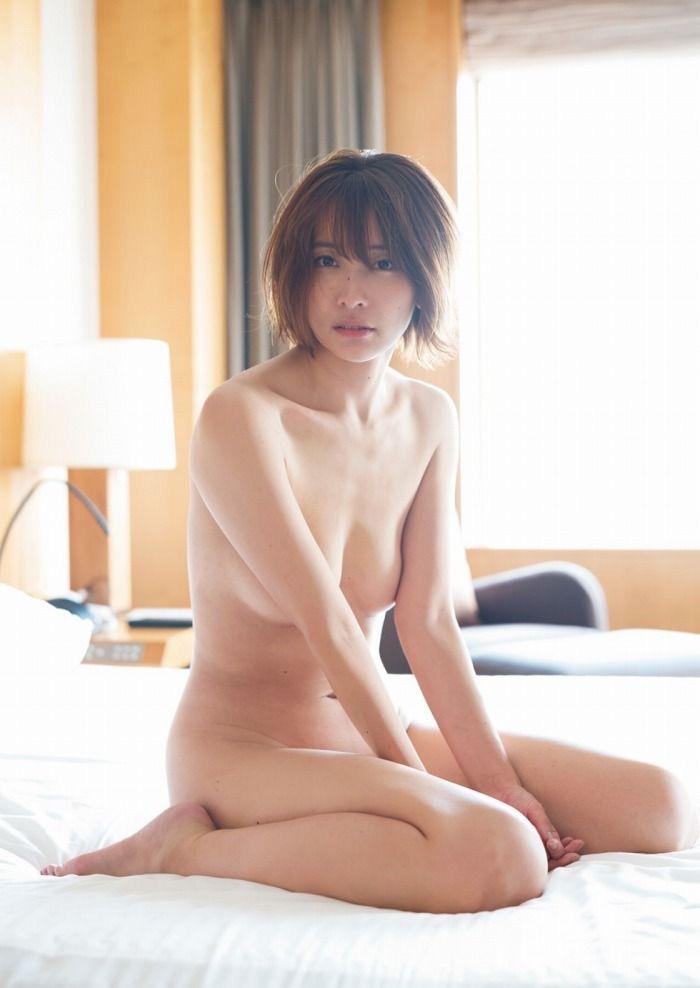 【山崎真実グラビア画像】三十路になっても現役グラドルとして頑張っている美熟女のセクシーヌード 61